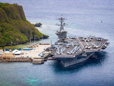 Foto arkib ini menunjukkan kapal induk Angkatan Laut Amerika Syarikat USS Theodore Roosevelt (CVN 71) ketika ia berlabuh di pangkalan tentera laut Guam. 15 Mei 2020.