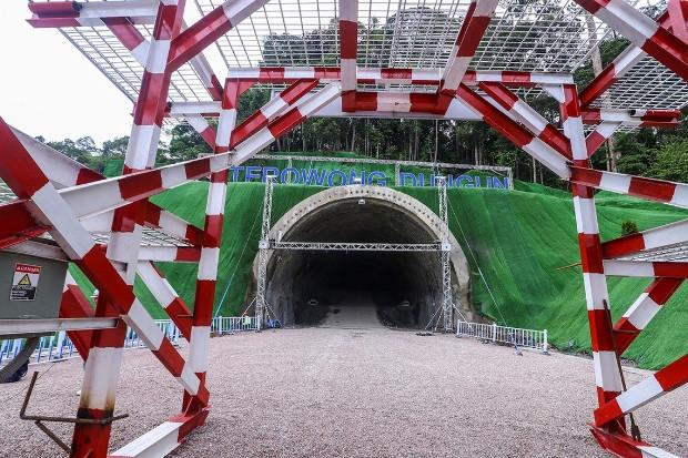 190725-MY-Inside-TunnelECRL620.jpg