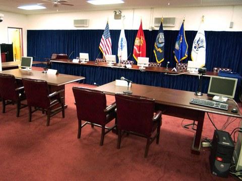 Bilik mahkamah Teluk Guantanamo, Pangkalan Tentera Laut di Cuba, 13 Ogos 2004.