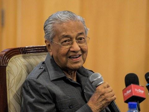 Bekas Perdana Menteri Malaysia Mahathir Mohamad semasa bercakap pada sidang media di Yayasan Kepimpinan Perdana di Putrajaya, 7 Januari 2021.
