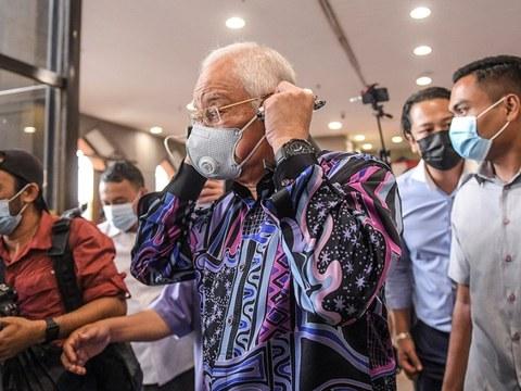 Bekas Perdana Menteri Najib Razak yang juga Ahli Parlimen Pekan, Pahang semasa hadir pada mesyuarat Ahli Parlimen Barisan Nasional (BN) di Menara Dato Onn di Pusat Dagangan Dunia Putra (PWTC) di Kuala Lumpur, 26 Oktober 2020.